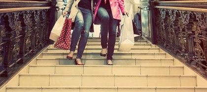 Subir y bajar escaleras y evitar las mecánicas es una de las recomendaciones(iStock)