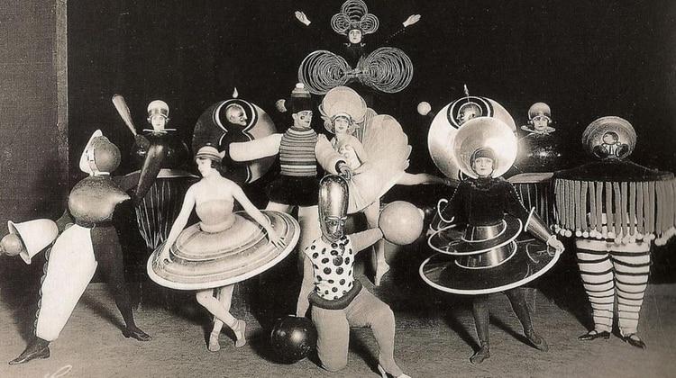 Fiesta de difraces en la Bauhaus