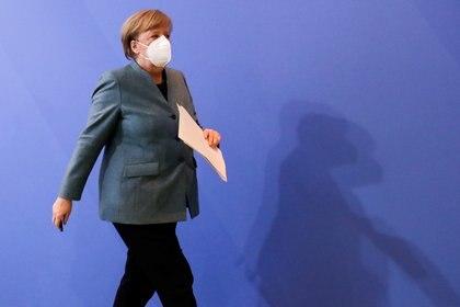 Angela Merkel encabezó una cumbre con los jefes de gobierno regionales alemanes, representantes de la UE y grupos farmacéuticos (REUTERS/Hannibal Hanschke)