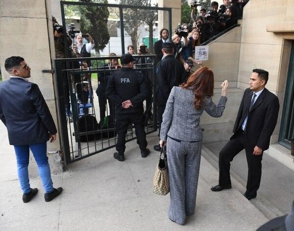 Cristina Kirchner, esta mañana, al ingresar a Comodoro Py (Foto: Maximiliano Luna)