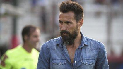 Eduardo Domínguez dejó de ser el técnico de Huracán