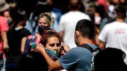 Los casos de coronavirus aumentan en todo el país (EFE/Juan Ignacio Roncoroni)