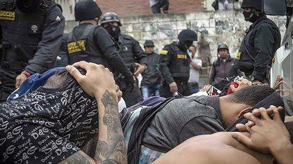 El sótano de la Dgcim está repleto de militares y civiles enclaustrados en la oscuridad y bajo condiciones infrahumanas (Felipe Romero)