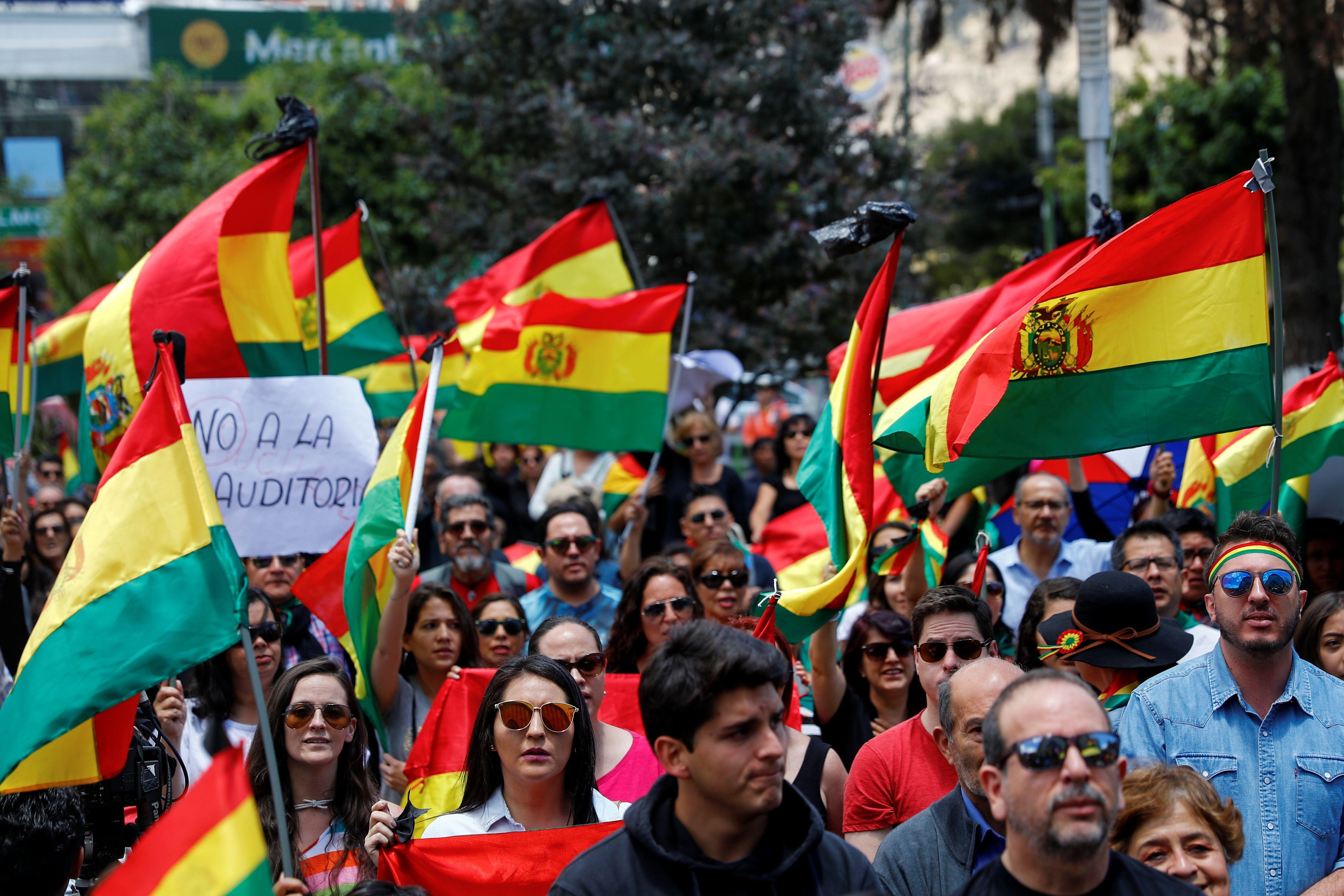 Cientos marcharon en La Paz contra el gobierno de Evo Morales el 1 de noviembre (REUTERS/Kai Pfaffenbach)