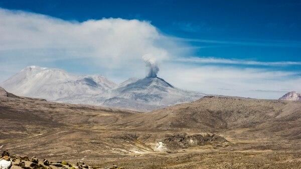 En Ubinas, Perú se encuentra uno de los volcanes conmayor actividad y que se encuentra bajo vigilancia constante (Getty Images)