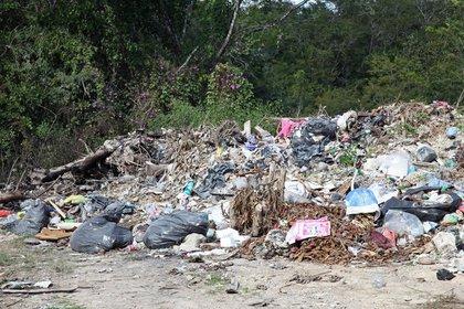 Parte de la basura que contamina a la laguna. (Foto: Kamila Chomicz)