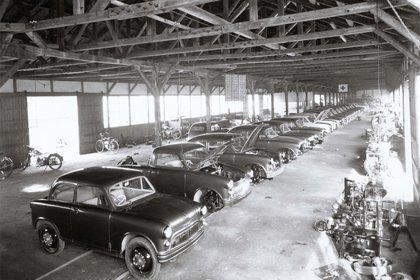 La construcción de vehículos en Suzuki recién comienza en el año 1955 (Suzuki)