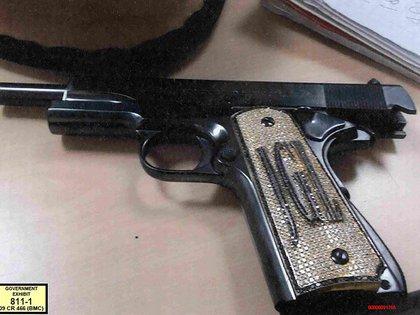 Las imágenes de la pistola de Guzmán Loera (Foto: AFP)