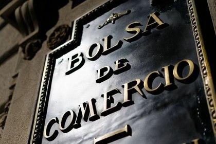 Photo d'archive du logo de la Bourse de Santiago, Chili.  Août 2014. REUTERS / Iván Alvarado