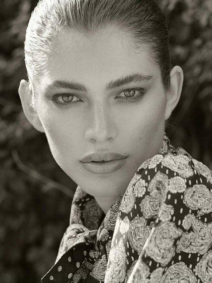 """La editora de Vogue Paris, Emmanuelle Alt, describió a Sampaio como """"una joven de una belleza sorprendente y una personalidad brillante"""""""