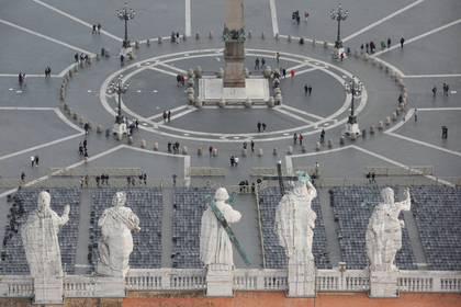 Vista general de la Plaza de San Pedro después de que el Vaticano informa su primer caso de coronavirus, en el Vaticano, 6 de marzo de 2020 (Reuters)