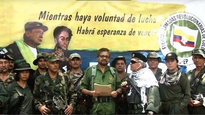 Iván Márquez y otros disidentes de las FARC anuncian la vuelta a las armas y se refugiaron en territorio venezolano.