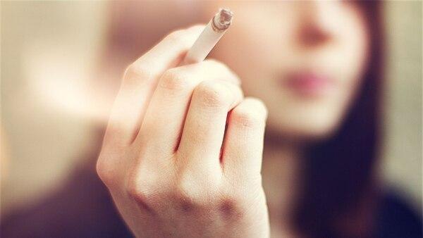 El humo de cigarrillo y la polución ambiental pueden desencadenar una crisis (Getty)