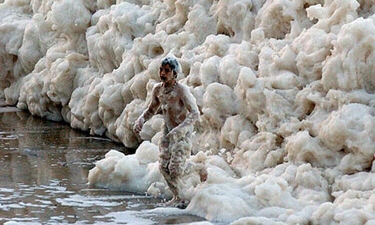 Resultado de imagen para mar con espuma