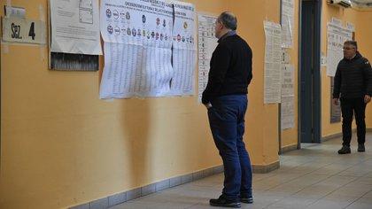 Un centro de votación en Italia durante las últimas elecciones (AFP)