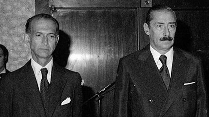 José Alfredo Martínez de Hoz y Jorge Rafael Videla iban a viajar en el Tango 02 el 17 de febrero de 1977. Los integrantes del ERP planearon hacer volar el avión presidencial con 130 kilos de explosivos colocados debajo de la pista del Aeroparque (Foto: Télam)