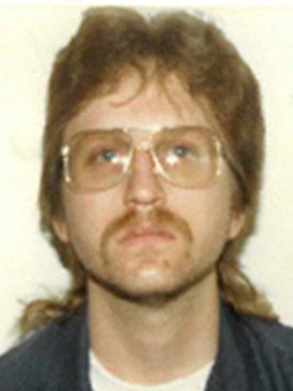 Caleb D. Hughes luego de su arresto en 1990. Fue condenado por secuestrar a Melissa Brannen, pero no como el autor de su muerte (Fairfax County, Departamento de Policía de Virginia)