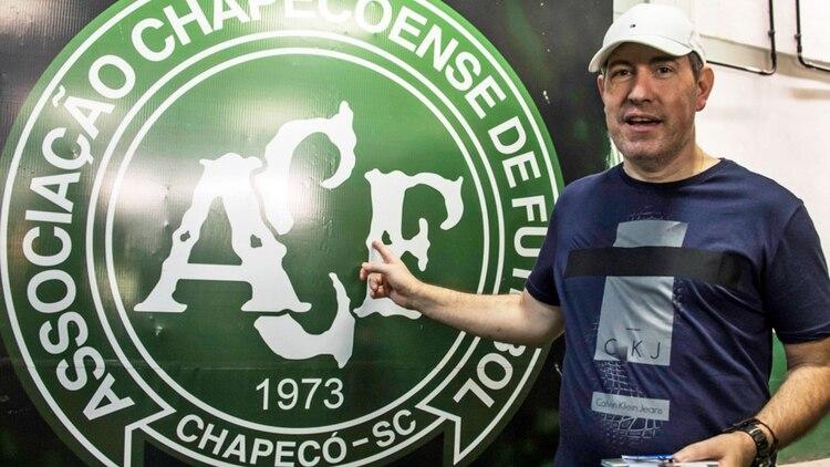 Henzel fue uno de los cuatro brasileños que sobrevivió a la tragedia en la que murieron 71 personas (AFP)