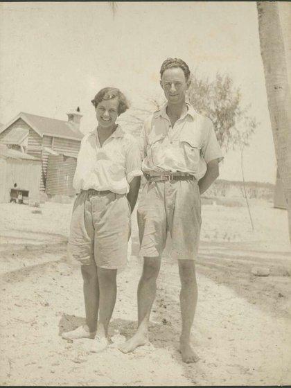 La pareja de investigadores Mattie y Maurice Yonge, en la famosa Expedición 1928-1929 a Low Islands. (CM Yonge/Biblioteca Nacional de Australia)