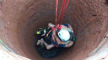 El momento exacto de la extracción. El hombre recibió primeros auxilios y luego fue derivado para el tratamiento de sus lesiones