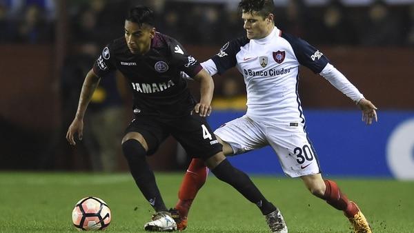 José Luis Gómez asoma como alternativa para el lateral derecho, ante la posible ida de Gino Peruzzi al fútbol de Portugal (Getty)