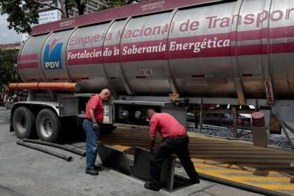 PDVSA, el emblema del fracaso económico del chavismo (Reuters)