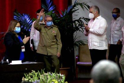 Raúl Castro Ruz, actual primer secretario del Comité Central del Partido Comunista de Cuba (CC PCC), y el presidente de la República, Miguel Díaz-Canel Bermúdez (EFE/ACN/Ariel Ley Royero)