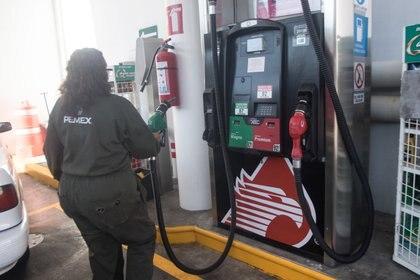 El precio de la gasolina oscila entre los 19 y 20 pesos hoy. (Foto: Cuartoscuro)