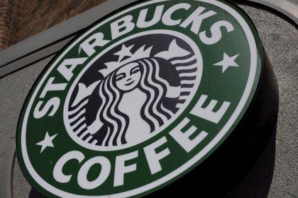 Starbucks también pausó sus publicidades en Fabebook