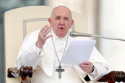 Foto de archivo del Papa Franciscp durante una audiencia general en el Vaticano.  Fe 26, 2020. REUTERS/Remo Casilli