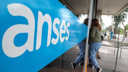 Cuándo paga Anses: quiénes cobran hoy el bono de $15.000, pensiones y otras asignaciones