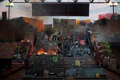 Las universidades se convirtieron en uno de los escenarios principales de los choques entre manifestantes y fuerzas de seguridad. Grupos de estudiantes se refugiaron en campuses durante las protestas. Foto: REUTERS/Adnan Abidi