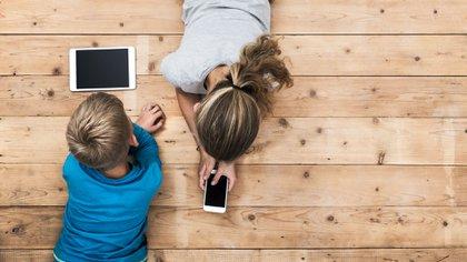 Los niños deben ser guiados por sus padres para seleccionar la información y los medios que utilizan (Getty)