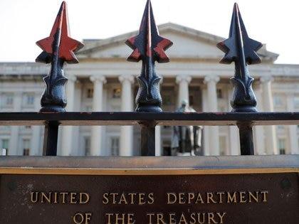 Foto de archivo. Cartel en el Departamento del Tesoro de los Estados Unidos, en Washington. 6 de agosto de 2018. REUTERS/Brian Snyder.