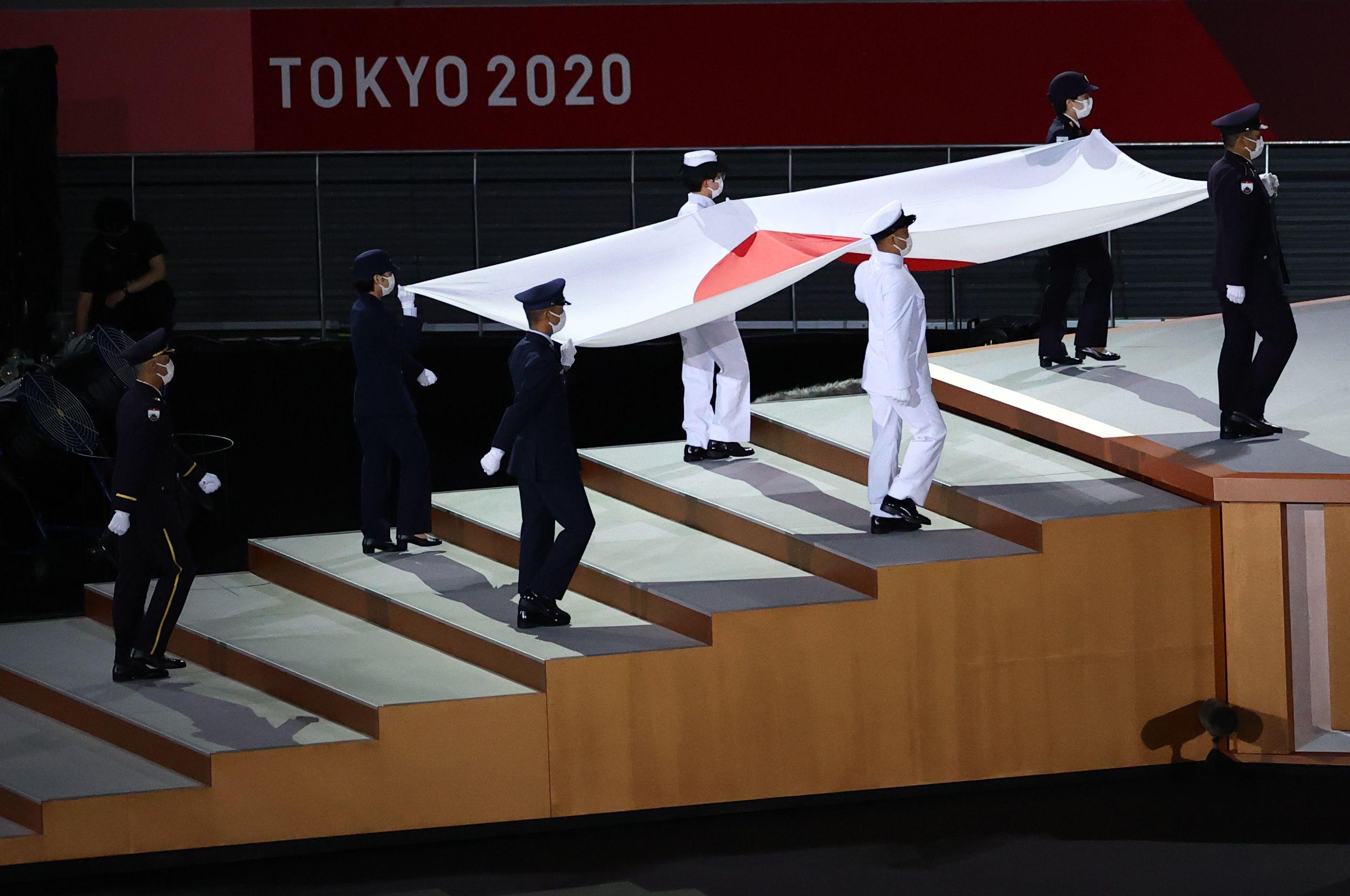 El ingreso de la bandera japonesa (REUTERS/Marko Djurica)