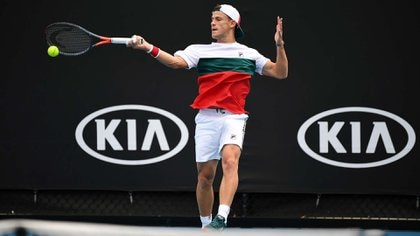 Argentina's Diego Schwartzman hits a return against South Africa's Lloyd Harris during their men's singles match on day two of the Australian Open tennis tournament in Melbourne on January 21, 2020. (Photo by William WEST / AFP) / IMAGE RESTRICTED TO EDITORIAL USE - STRICTLY NO COMMERCIAL USE