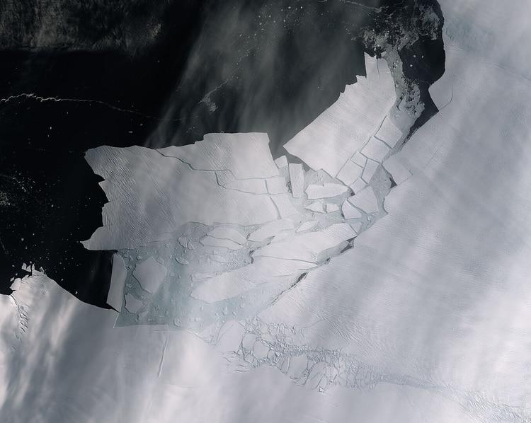 El glaciar Pine Island generó un iceberg de más de 300 kilómetros cuadrados, del tamaño de las Islas Caimán (ESA)