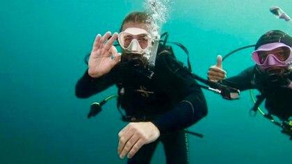 Utila, Honduras. Allí hizo el curso de buceo para poder nadar con los tiburones