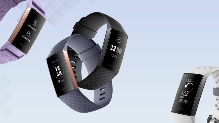 Fitbit Charge 3 es sumergible y permite monitorear el ritmo cardíaco.
