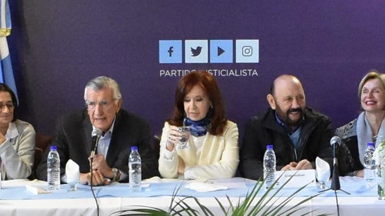 La ex presidenta durante el encuentro con los dirigentes del PJ