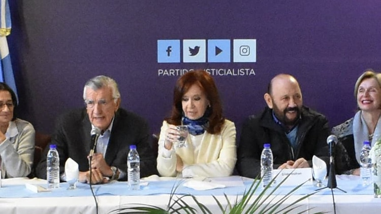 José Luis Gioja junto a la senadora nacional yGildo Insfrán, gobernador de Formosa