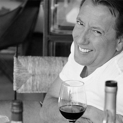 El francés era aficionado a la pesca y fundador de Bacara Hotel & Restaurant Managing Consulting, según destaca en su perfil de Facebook y LinkedIn. Originario de París. (Foto. Facebook/ Baptiste Lormand)