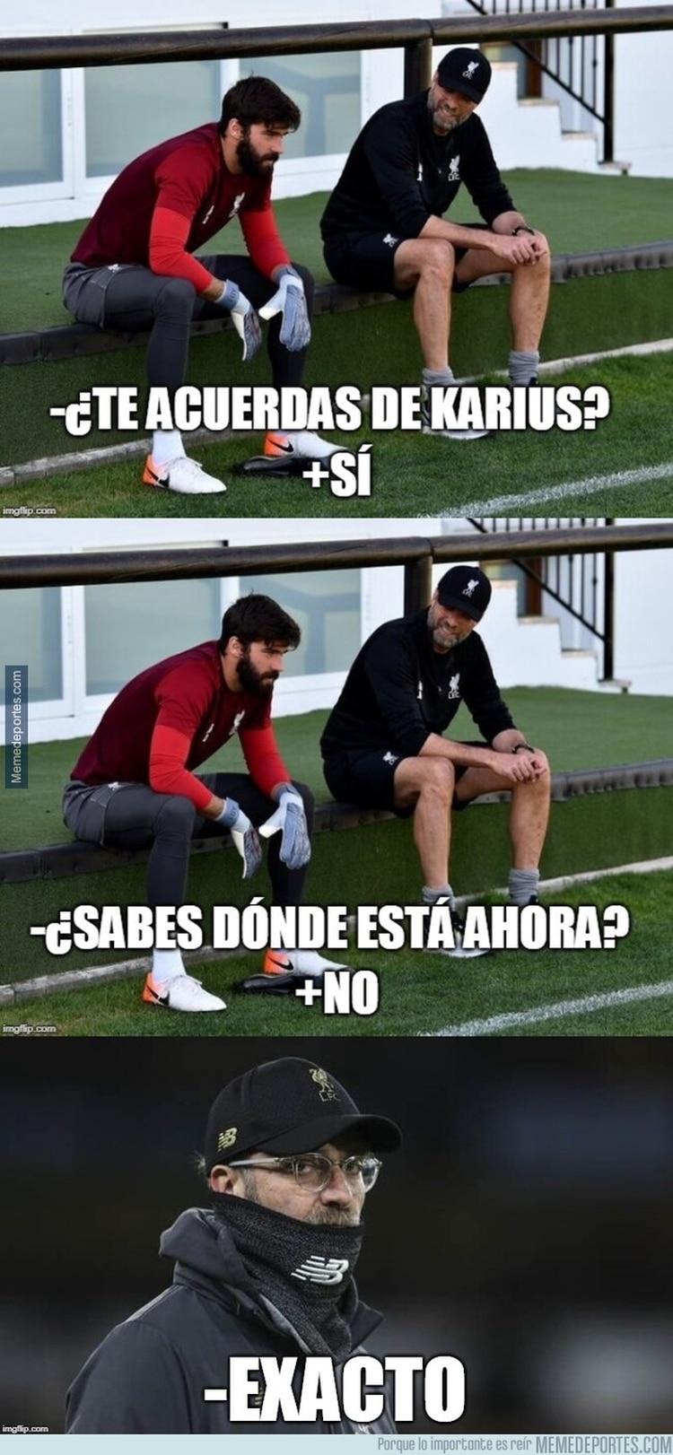 La foto de Klopp con el arquero Allison y el recuerdo de Karius, guardameta que cometió graves errores en la final del año pasado ante Real Madrid