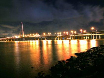 Puente que une Shenzen con Hong Kong