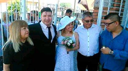 Cesar Campo junto a su mujer, sus padres y su hermano, Sergio