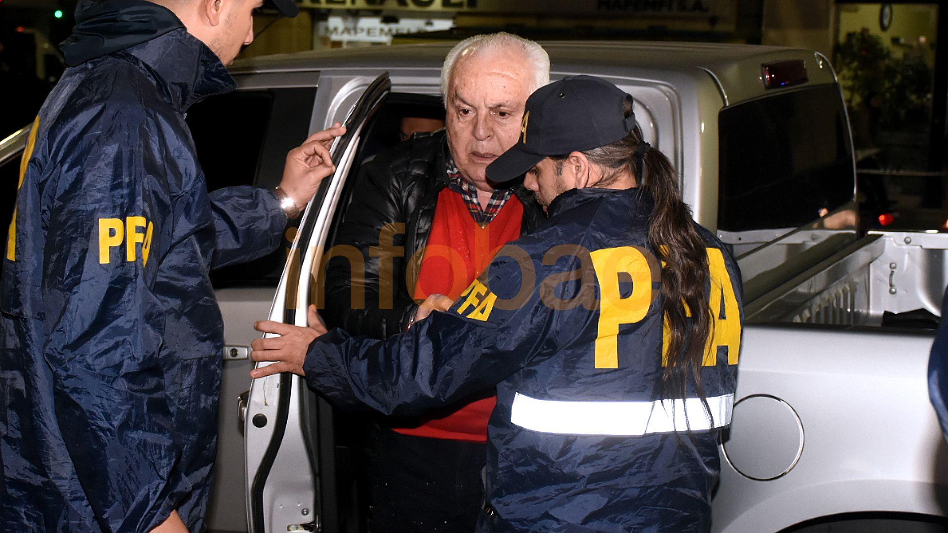Herme Juarez al llegar a la central de la PFA en Montserrat la semana pasada: está en el penal de Ezeiza (Nicolás Stulberg)