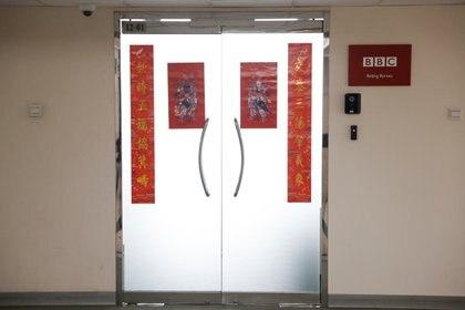Ingreso a la sede de la BBC en Beijing (REUTERS/Carlos Garcia Rawlins)