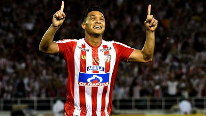 'Teo' tiene 6 meses de contrato con Junior de Barranquilla y no descartaría volver a Argentina. Crédito: Twitter @JuniorClubSA