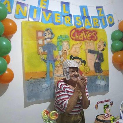 Francisco dos Santos se hizo famoso luego de que se viralizaran sus fotografías de su cumpleaños (Foto: Twitter@celinhamanhaes)