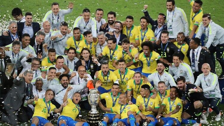 Brasil es el vigente campeón tras alzar el trofeo en su país en la edición 2019 (REUTERS/Sergio Moraes)